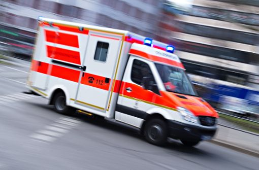 Nach der Fahrt im Rettungswagen tickte ein 61-Jähriger aus. Foto: dpa