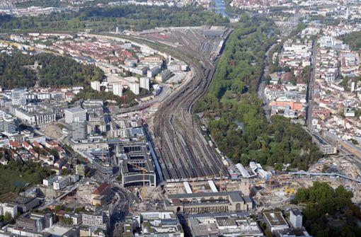 Die Stadt brauche die frei werdenden Gleisflächen für den Wohnungsbau, so Fritz Kuhn. Foto: dpa
