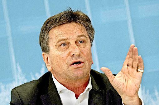 Lädt zum Runden Tisch der Religionen ein: Integrationsminister Manfred Lucha Foto: dpa