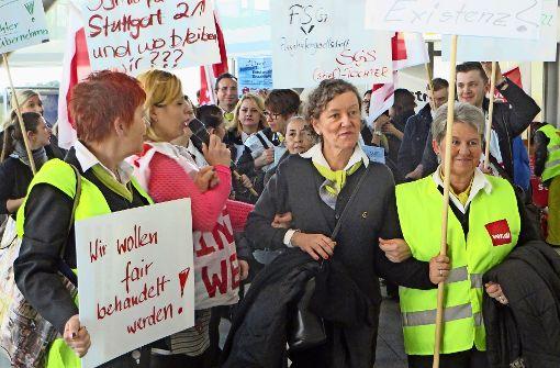 Flughafenstreik bis zum Abend ausgeweitet