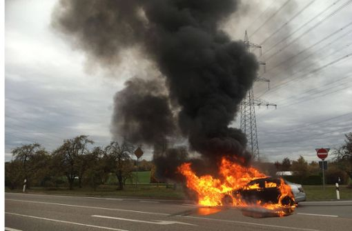 Mercedes geht in Flammen auf