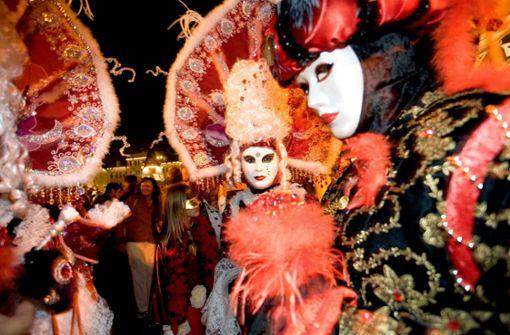 Die Masken gehören zum Festival wie die farbenfrohen Kostüme. Foto: Tourismus & Events