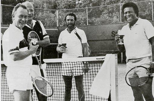 Roberto Blanco schaute 1987 nach einem Auftritt in Stuttgart für eine Doppelpartie beim TC Asemwald vorbei. Foto: