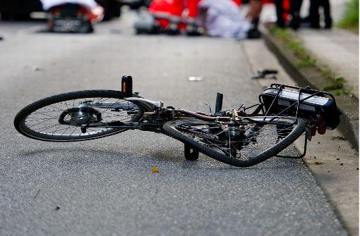 Lkw fährt Radfahrerin an und flüchtet