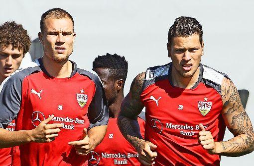 Sollen langfristig das Spiel des VfB Stuttgart stabilisieren und bereichern: die derzeit angeschlagenen Holger Badstuber (li.) und Daniel Ginczek Foto: Baumann