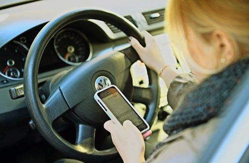 Wann Autofahrer das Handy benutzen dürfen