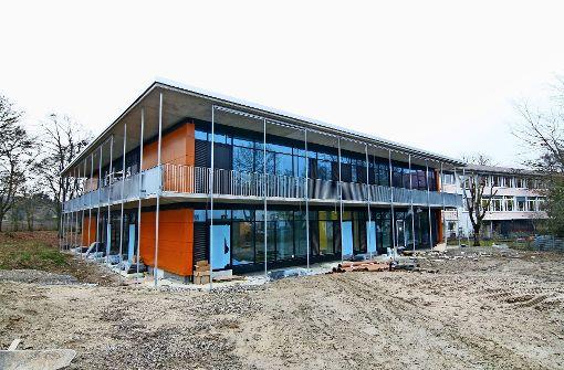 Der Neubau an der Burtenbachstraße 11 hat 50 Betreuungsplätze mehr zu bieten als die alte Einrichtung. Foto: Chris Lederer