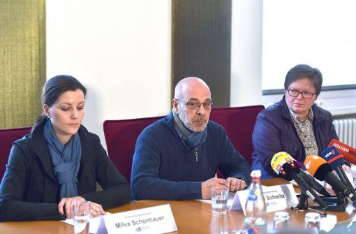 Auf einer Pressekonferenz berichten die Ermittler über die Fälle von Vergewaltigungen an Schülerinnen. Foto: dpa