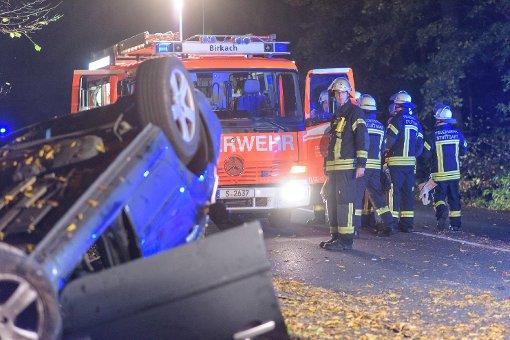 In Stuttgart-Birkach hat sich am Donnerstag ein Auto überschlagen. Weitere Bilder zeigt die folgende Fotostrecke. Foto: www.7aktuell.de | Oskar Eyb