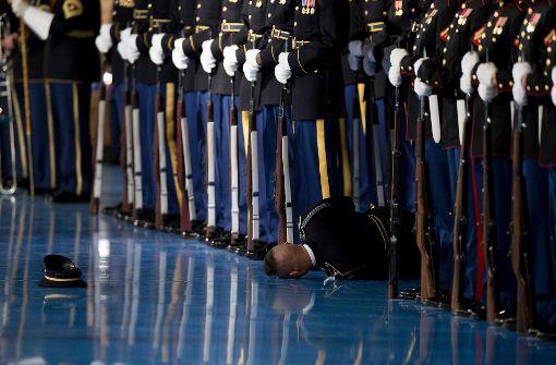 Soldat fällt bei Obamas Abschiedsrede in Ohnmacht