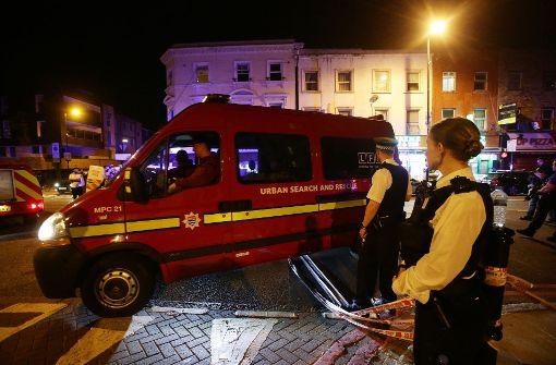 Es gebe Berichte über ein Fahrzeug, das Passanten gerammt habe, teilte die Polizei in der Nacht zum Montag mit. Foto: PA Wire