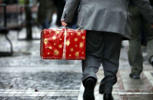 Nach Weihnachten werden viele Geschenke wieder umgetauscht. (Symbolbild) Foto: dpa