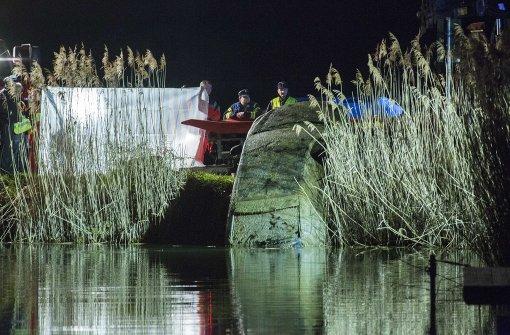 Autowrack mit Leiche aus Badesee geborgen