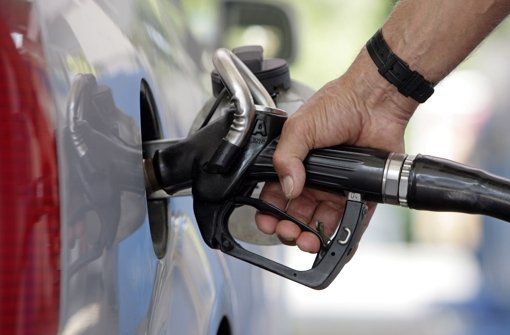 Die Preissprünge an deutschen Tankstellen sollen künftig von einer Meldebehörde kontrolliert werden. Foto: dpa