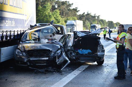 Ermittlungen nach Unfall - Mutter und Tochter tot