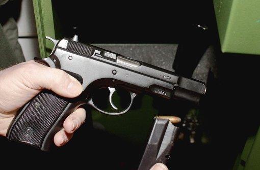 Waffen und  Munition ordnungsgemäß verwahrt? Für die Kontrollen werden Gebühren fällig Foto: dpa-Zentralbild