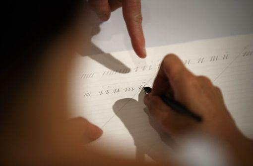 Ziel beim Sütterlinkurs ist nicht nur  Schreiben, sondern auch Lesen. Foto: Gottfried Stoppel