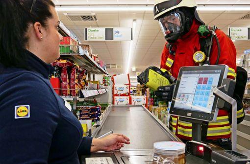 Deshalb war die Feuerwehr in voller Montur einkaufen