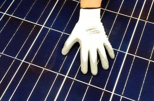 Solarmodul beim Qualitätscheck Foto: dpa-Zentralbild