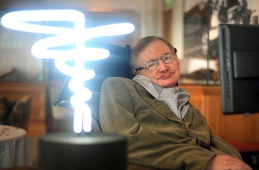Stephen Hawking saß wegen der Nervenkrankheit ALS jahrzehntelang im Rollstuhl. Sein Gehirn arbeitete aber immer auf Hochtouren. Foto: PA
