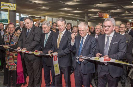 Oberbürgermeister Fritz Kuhn (2.v.r.) und Justizminister Guido Wolf (rechts) bei der Eröffnung der Messe. Foto: Lichtgut/Julian Rettig