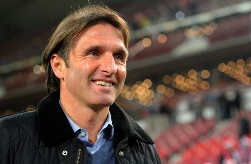 VfB-Trainer Bruno Labbadia hat vor und nach der Partie gegen Köln gut lachen. Sein Team steht jetzt im Viertelfinale des DFB-Pokals. Klicken Sie sich durch die Noten für die Roten. Foto: dpa