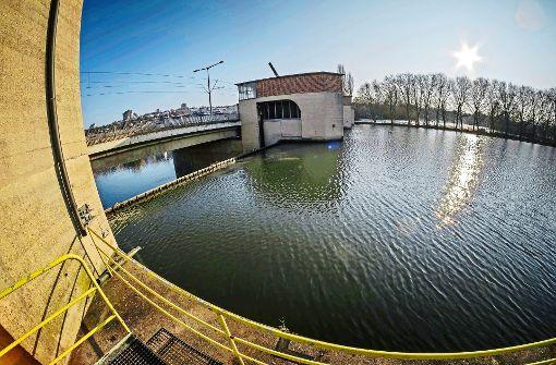 Normalerweise wird das Hofener Wehr mit mehr Wasser fertig, als beim Starkregen im Juni 2016 den Neckar hinabfloss. Foto: Lichtgut/Max Kovalenko