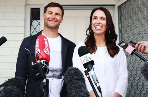 Die Premierministerin ist schwanger – und ihr Mann wird Hausmann
