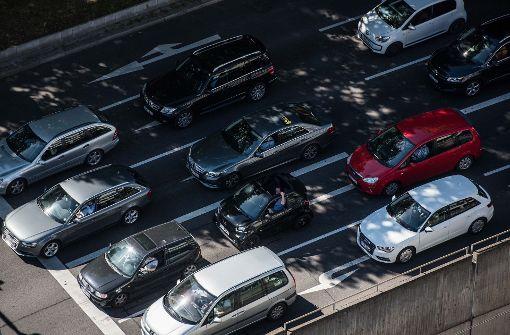 In Stuttgart sind zu viele Autos unterwegs. Die gesetzlichen Grenzwerte für Feinstaub und Stickoxid werden seit vielen Jahren überschritten. Foto: Lichtgut/Max Kovalenko