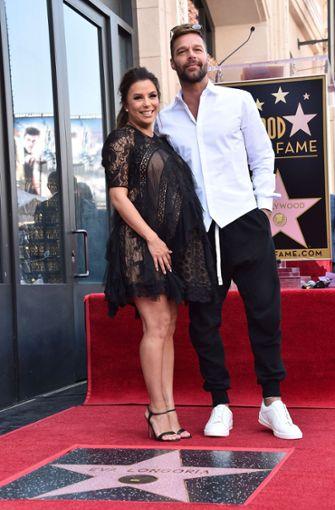 Eva Longoria und ihr Ehemann Jose Baston zeigen sich auf dem Walk of Fame...  Foto: GETTY IMAGES NORTH AMERICA