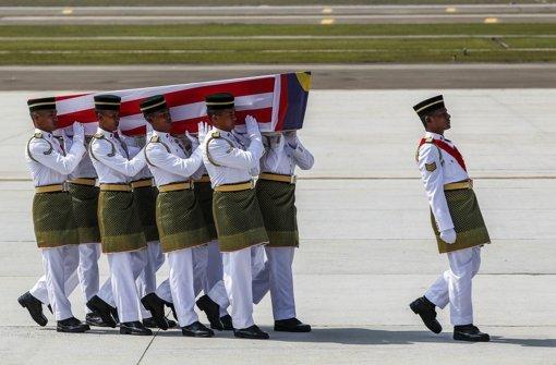 in den Niederlanden wurde mit einer Schweigeminute im Parlament den Opfern von Flug MH17 Respekt bezeugt Foto: dpa