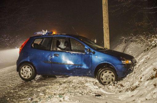 Verletzte bei Unfall auf eisglatter Straße