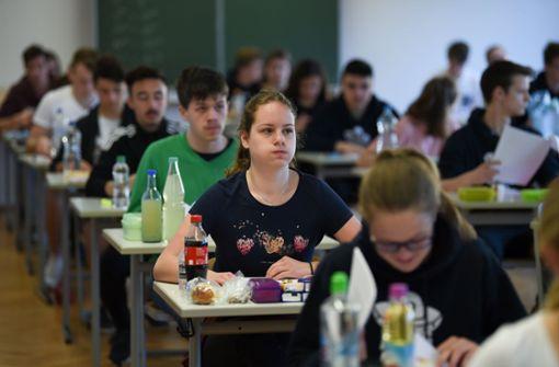 Abiturienten legen Deutschprüfung ab