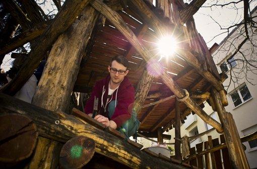 Christopher Cline ist der aktuelle Bufdi auf dem Aktivspielplatz Seelberg. Für ihn einen Nachfolger zu finden, ist nicht leicht.  Foto: Lichtgut/Max Kovalenko