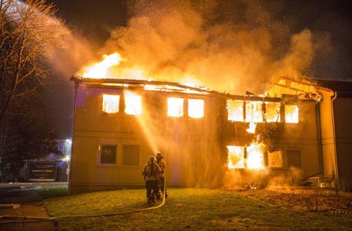 Einsturzgefahr nach Brand in Flüchtlingsunterkunft