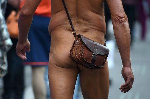 """Polizisten stoppen überzeugten """"Nacktläufer"""""""