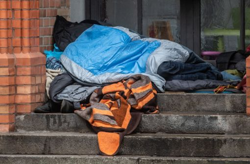 Frau verhindert Angriff auf Obdachlosen