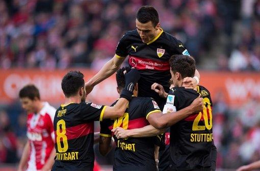 Starkes Quartett: Das Stuttgarter Mittelfeld um Filip Kostic (oben) nimmt gegen den 1. FC Köln Fahrt auf. Klicken Sie sich durch die Noten für die Roten! Foto: dpa