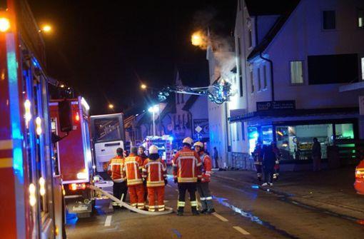 In einem Mehrfamilienhaus in Geislingen (Landkreis Göppingen) ist am Dienstagvormittag ein Feuer ausgebrochen. Foto: SDMG