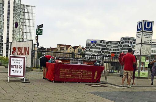Ärger über Scientology-Stand  am Mailänder Platz