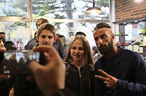 Rapper King Khalil geht in Fellbach zum Friseur