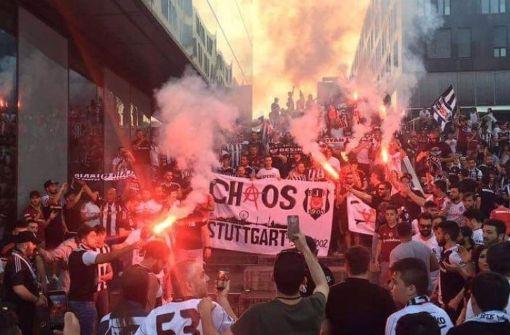 Besiktas-Fans feiern Meisterschaft, Polizei schreitet ein
