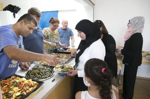 Im Café Syria bewirten Geflüchtete  Ostfilderner Bürger und kommen so mit ihnen ins Gespräch. Foto: Horst Rudel/Archiv