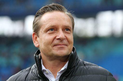 Horst Heldt als Sportdirektor beim 1. FC Köln im Gespräch