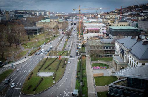 Das graue Band der Antipathie:  die Stadtautobahn B14 Foto: Lichtgut/Achim Zweygarth