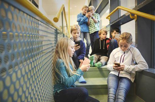 Lehrer sollen von WhatsApp die Finger lassen