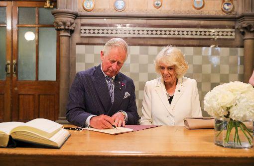 Charles und Camilla danken den Helfern