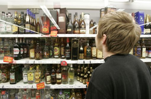 Minderjährige bekommen in der Hälfte der Geschäfte Alkohol