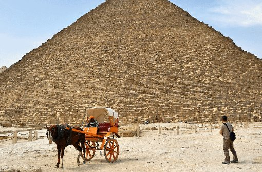 Warten auf Touristen: Vor den Pyramiden in Giseh. Foto: Molitor