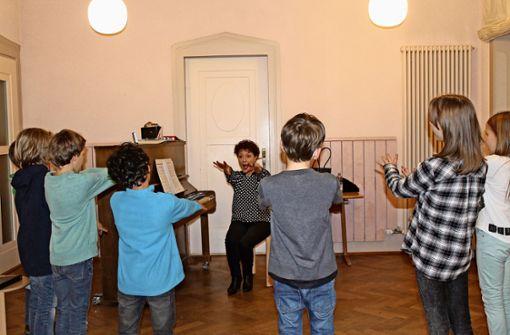 Die Kinder vom Belcanto-Aufbauchor haben Spaß am konzentrierten Singen. Foto: Sabine Schwieder